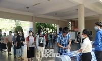 """Đà Nẵng: Sĩ tử """"check-in"""" địa điểm dự thi Tốt nghiệp THPT, công tác chuẩn bị đã sẵn sàng"""