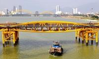 """Bão số 5 đổ bộ, người dân Đà Nẵng sửng sốt trước màn """"biến hình"""" của cây cầu lịch sử"""