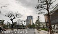 Dù khá ngổn ngang nhưng thành phố Đà Nẵng đã bình yên sau khi bão số 13 đi qua
