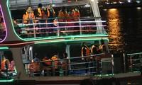 VIDEO: Du khách Đà Nẵng thích thú check-in sông Hàn về đêm trên du thuyền