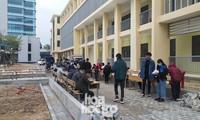 Bất chấp trời rét buốt, sinh viên ĐH Đà Nẵng vẫn nhiệt tình đi hiến máu nhân đạo