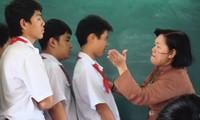 """Từ 1/11 bỏ hình phạt """"bêu riếu"""" trước lớp: Đã đến lúc xóa sổ cách phạt đánh vào danh dự!"""