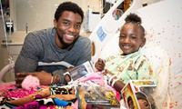 """Cảm động khi """"Black Panther"""" Chadwick Boseman tiếp thêm sức mạnh cho trẻ mắc bệnh ung thư"""