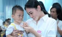 Thí sinh HHVN xúc động nghe trẻ Trung tâm Bảo trợ trẻ em Vũng Tàu hát 'Mẹ yêu ơi'