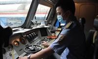 Người dân rời Hà Nội trong chuyến tàu đặc biệt nối liền hai miền Bắc - Nam