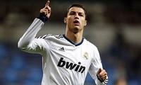 Ronaldo lập kỳ tích hat-trick ở Champions League.