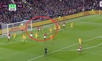 Tình huống Lukaku đá xấu với đối phương.