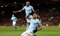 Otamendi ăn mừng bàn thắng nâng tỷ số lên 2-1 cho Man City