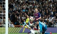 Rakitic ghi bàn giúp Barcelona đánh bại Real Madrid.