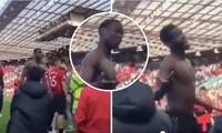 Paul Pogba đáp trả lại các CĐV M.U bằng thái độ mỉa mai.