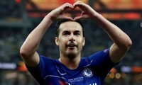 Pedro lần công trong chiến thắng ấn tượng của Chelsea.