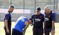 Lionel Messi bất ngờ dính chấn thương trong lúc tập luyện.