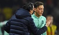 HLV Unai Emery không muốn nhắc tới Mesut Ozil ở thời điểm này.