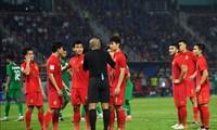 U23 Thái Lan không hài lòng khi trọng tài Ahmed Al-Kaf cho U23 Saudi Arabia hưởng phạt đền.