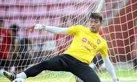 Somporn Yos lấy lại vị trí số 1 trong khung gỗ tại Muangthong United.