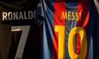 Lionel Messi và Cristiano Ronaldo tiếp tục đứng đầu về thu nhập trong giới bóng đá.