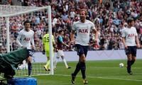 Harry Kane ăn mừng bàn thắng vào lưới West Ham.