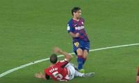 Pha vào bóng thô bạo của Messi với Yeray.