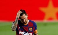 Messi thất vọng khi Barcelona để mất chức vô địch La Liga vào tay Real Madrid.