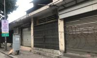 Hàng loạt ki ốt bán đồ quần áo bảo hộ lao động đồng loạt đóng cửa