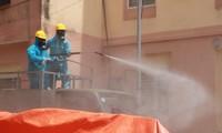 Quân đội khử khuẩn điểm nóng dịch COVID-19 ở Đà Nẵng