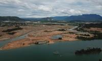 Dự án dự án Golden Hills City bị cho lấn sông Cu Đê làm cản dòng chảy. Ảnh Đ.N