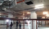 Tầng 1 tòa nhà chung cư F.Home được cắt đôi để làm bãi đỗ xe 2 tầng khiến cư dân lo lắng.