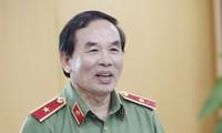 Thiếu tướng Vũ Xuân Viên cung cấp thông tin tại buổi khen thưởng.
