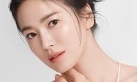 """Song Hye Kyo vướng ồn ào trang phục: Phong cách giản dị hay """"Siêu giàu siêu tiết kiệm""""?"""