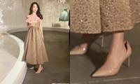 Triệu Lệ Dĩnh thường đi giày cao gót rộng hơn một size, do chân quá nhỏ hay lý do khác?
