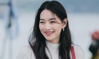 """""""Hometown Cha-Cha-Cha"""": Shin Min Ah gặp rắc rối chỉ vì một thứ idol K-Pop mặc thường xuyên"""