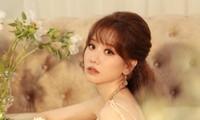 Nguyên cớ nào khiến cư dân mạng ồ ạt đăng ảnh Hari Won bên người yêu cũ 9 năm?