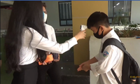Học sinh hào hứng trở lại trường, nước rửa tay và khẩu trang là vật dụng không thể thiếu