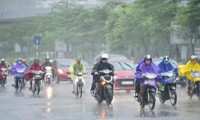 Bão số 7 đang tiến vào miền Bắc, Hà Nội bước vào những ngày mưa lớn dầm dề