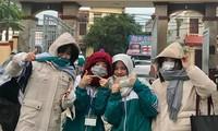 Miền Bắc trời rét đậm dưới 15 độ, học sinh rủ nhau mang chăn đến trường giữ ấm