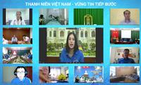 Hoa hậu Tiểu Vy xinh xắn trong màu áo Đoàn thanh niên, đặt câu hỏi cho Ban Bí thư TƯ Đoàn