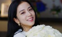 Netizen phẫn nộ khi biết Jisoo (BLACKPINK) khi còn bé đã bị họ hàng đối xử như thế này
