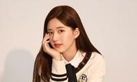 """Chẳng liên quan đến giải Kim Ưng nhưng Triệu Lộ Tư lao thẳng lên """"hot search"""" vì trượt tay"""