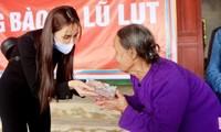 """Kết thúc những ngày cứu trợ miền Trung, Thủy Tiên gây bất ngờ với hành động """"chơi đẹp"""" này"""