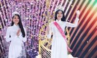 Rút cục thì Tiểu Vy đã thì thầm điều gì với Hoa hậu Đỗ Thị Hà trong đêm chung kết?