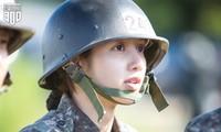 """Nhìn lại Lisa (BLACKPINK) trong """"Sao Nhập Ngũ"""" bản Hàn: Mặt mộc xinh xỉu, sức khỏe vô biên"""