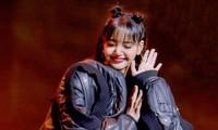"""Soi trang phục của Lisa trong """"Thanh Xuân Có Bạn 3"""": Có món tưởng không đắt lại đắt không tưởng"""