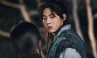 """""""Sông Đón Trăng Lên"""" có nguy cơ đổ bể khi nam chính Ji Soo thừa nhận mọi cáo buộc"""