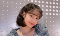 """Chỉ cần đổi kiểu tóc, Lisa đã hóa thành """"Bạch Tuyết phiên bản đời thực"""" xinh ngất ngây"""