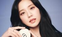 Giờ thì fan đã biết vì sao Jisoo (BLACKPINK) lại đeo chiếc nhẫn Cartier này nhiều đến thế