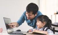 """Tranh cãi việc các trường tư cho học sinh lớp 1 học online: """"Chưa biết chữ học kiểu gì?"""""""