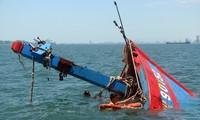 Tàu cá của ngư dân Việt Nam nhiều lần bị tàu Trung Quốc đâm chìm