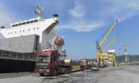 Tập đoàn Hoa Sen đã xuất khẩu lô hàng 15.000 tấn tôn, trị giá 12 triệu USD đi Mexico tại Cảng Tổng hợp Quốc tế Nghi Sơn (Thanh Hóa)