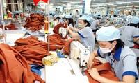 Nhiều đơn hàng của các DN thuộc ngành hàng dệt may, thủy sản, da giầy bị hủy, hoãn giao hàng, không ký tiếp đơn hàng mới và chậm thanh toán, dẫn đến thiếu hụt dòng tiền, nguy cơ đứt thanh khoản.