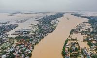 Mưa lũ đang hoành hành các tỉnh miền Trung, hiện đã có 32 người chết, mất tích gần 110 nghìn ngôi nhà bị ngập, hư hỏng.